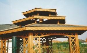 Záhradný altánok dekorovaný
