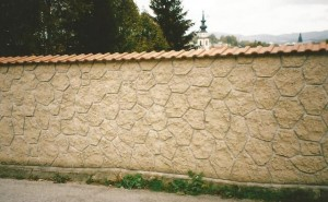 Kamenný obklad plota