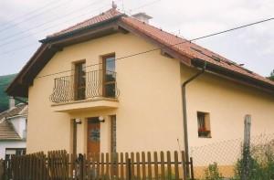 Rodinný dom s fasádou 03